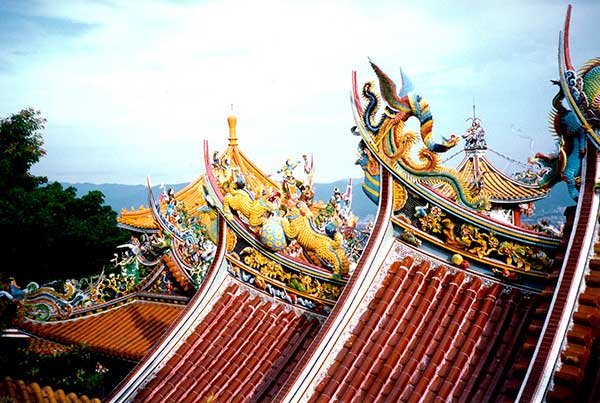 Photo of ornate temple roof in Taiwan.